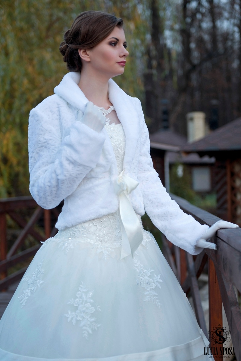 bridal faux fur coat for wedding dress