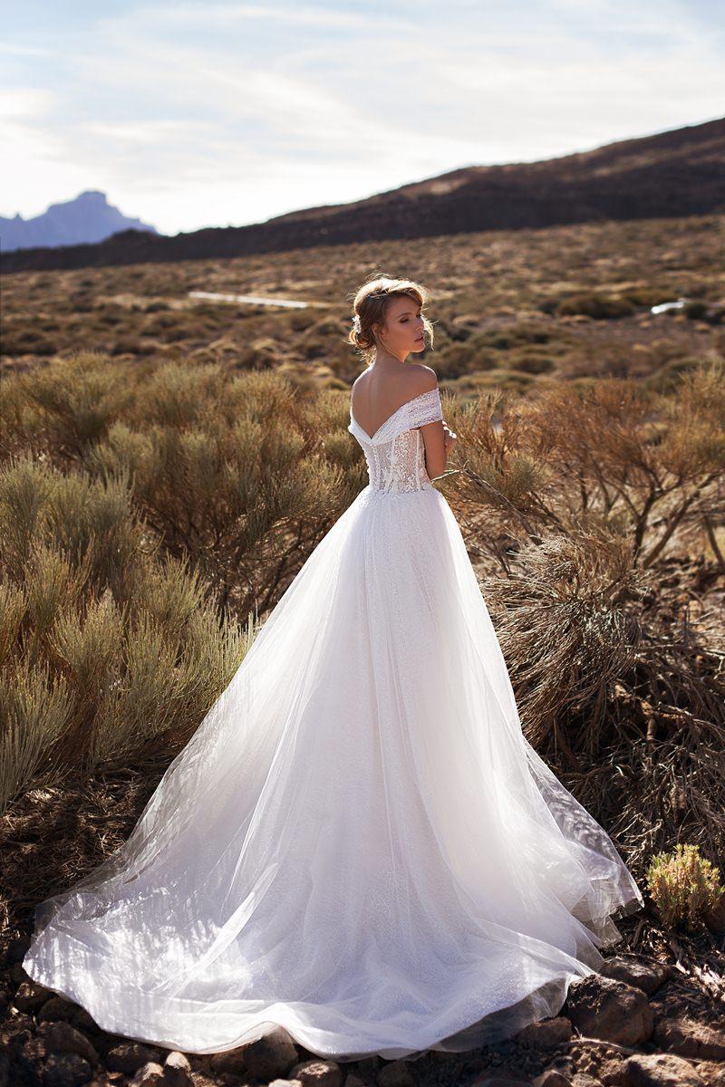 wedding dress off shoulders sleeves